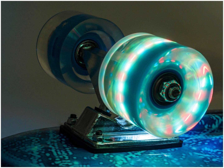 Deskorolka Fiszka 56cm - koła LED - kosmos